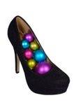 Sapatas fêmeas pretas com as bolas coloridas Natal Fotografia de Stock Royalty Free