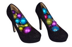 Sapatas fêmeas pretas com as bolas coloridas Natal Imagem de Stock Royalty Free