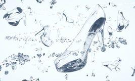 Sapatas feitas do vidro e dos diamantes que flutuam no espaço Fotografia de Stock