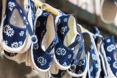 Sapatas feitos a mão de pano Imagens de Stock