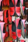 Sapatas feitos a mão vermelhas Foto de Stock