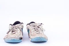 Sapatas futsal gastadas velhas dos esportes no fundo branco Fotografia de Stock Royalty Free