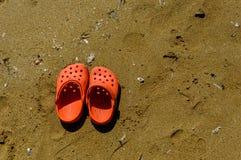 Sapatas na praia Fotografia de Stock