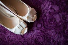 Sapatas nupciais cor-de-rosa Fotos de Stock