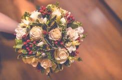 Sapatas nupciais dos amantes das alianças de casamento Fotos de Stock