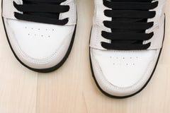 Sapatas running brancas Fotos de Stock