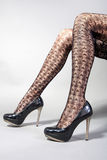 Sapatas 'sexy' do salto elevado dos pés Imagens de Stock