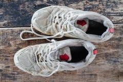 Sapatas velhas do esporte Fotos de Stock