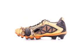 Sapatas velhas do futebol isoladas no branco Fotografia de Stock Royalty Free