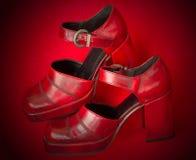 Sapatas vermelhas colocadas saltos elevadas Fotos de Stock Royalty Free