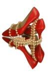 Sapatas vermelhas com pérolas Imagens de Stock Royalty Free
