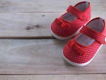 Sapatas vermelhas do miúdo Imagem de Stock