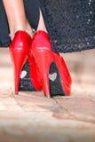 Sapatas vermelhas do salto alto com amor Imagem de Stock Royalty Free