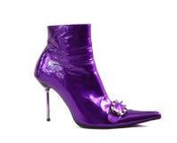 Sapatas violetas da mulher isoladas no fundo branco Fotos de Stock