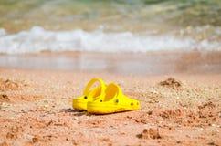 Sapatilha amarela brilhante Imagens de Stock Royalty Free