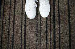 Sapatilhas brancas com espaço para o texto Fotos de Stock