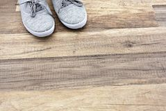 Sapatilhas cinzentas Fotografia de Stock Royalty Free