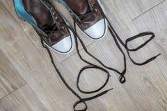 Sapatilhas de Brown com palavra do AMOR Imagens de Stock Royalty Free