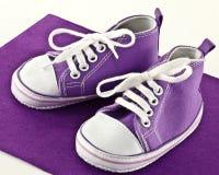 Sapatilhas do bebê Fotos de Stock