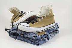 Sapatilhas e calças de brim Imagem de Stock Royalty Free
