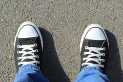 Sapatilhas pretas da lona Fotos de Stock