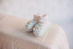 Sapatinhos de lã de Babys fotos de stock