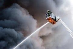 Sapeur-pompier au travail image libre de droits
