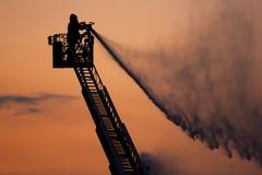 Sapeur-pompier dans l'action images libres de droits