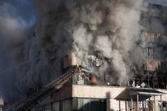Sapeur-pompier sur l'incendie Images libres de droits