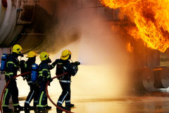 Sapeurs-pompiers au grand incident Images libres de droits