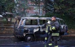 Sapeurs-pompiers au travail photos libres de droits