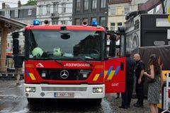 Sapeurs-pompiers au travail pendant le début de la matinée au festival de Gand, Belgique photographie stock