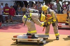 Sapeurs-pompiers dans l'action Photos libres de droits