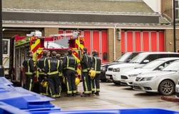 Sapeurs-pompiers de Londres au travail photo stock