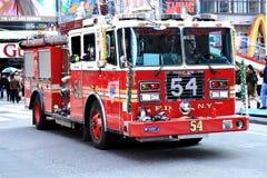 Sapeurs-pompiers de New York dans l'action Photos libres de droits
