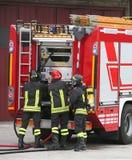Sapeurs-pompiers et camions-citernes aspirateurs photo stock