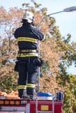 Sapeurs-pompiers intervenant dans une catastrophe photographie stock