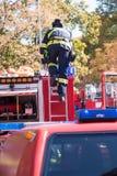 Sapeurs-pompiers intervenant dans une catastrophe photo libre de droits