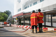 Sapeurs-pompiers ou pompiers photos libres de droits