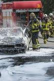 Sapeurs-pompiers sur la scène de secours Images libres de droits