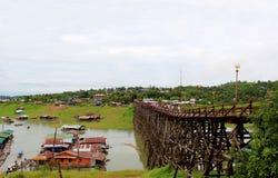 Saphan Mon of Mon-Brug, de langste met de hand gemaakte houten brug binnen Stock Foto