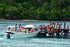 Sapi wyspy dok w Sabah i footbridge, Malezja Obrazy Stock