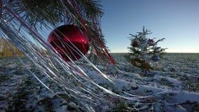Sapin d'arbre de Noël avec des décorations sur le champ, 4K banque de vidéos