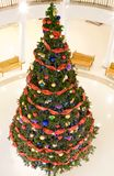 Sapin de Noël dans le mail Photographie stock libre de droits