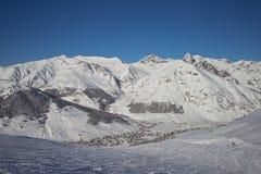 Sapins dans l'horaire d'hiver dans les Alpes Photographie stock