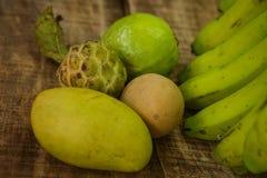 Sapodilla της ζάχαρη-Apple γκοϋαβών κινηματογραφήσεων σε πρώτο πλάνο μπανάνα μάγκο Στοκ εικόνα με δικαίωμα ελεύθερης χρήσης