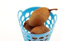 Sapodilla Thais fruit in mand Royalty-vrije Stock Afbeelding