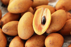 Sapodillafruit in de markt royalty-vrije stock afbeelding