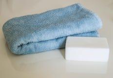 Sapone da bagno, sacchetto del bagno ed asciugamano di bagno bianchi, bagni del bagno turco, immagini stock libere da diritti