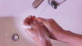 Sapone della donna le sue mani video d archivio